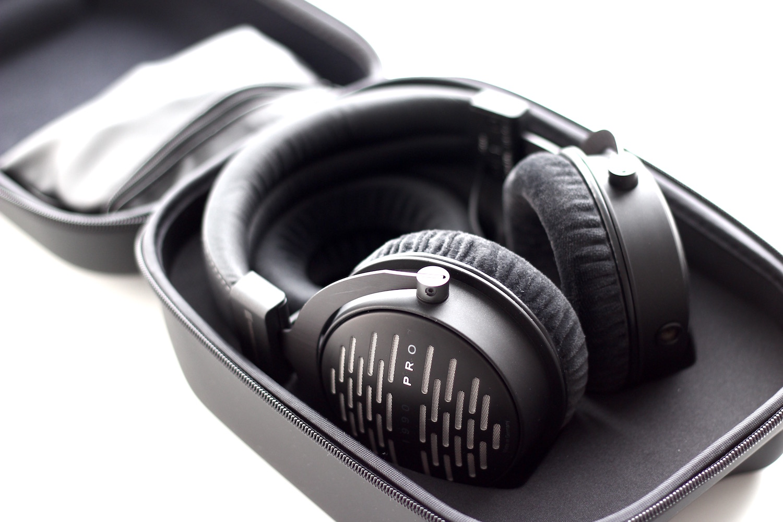 audio solutions beyerdynamic dt 1990 pro open reference studio headphones. Black Bedroom Furniture Sets. Home Design Ideas